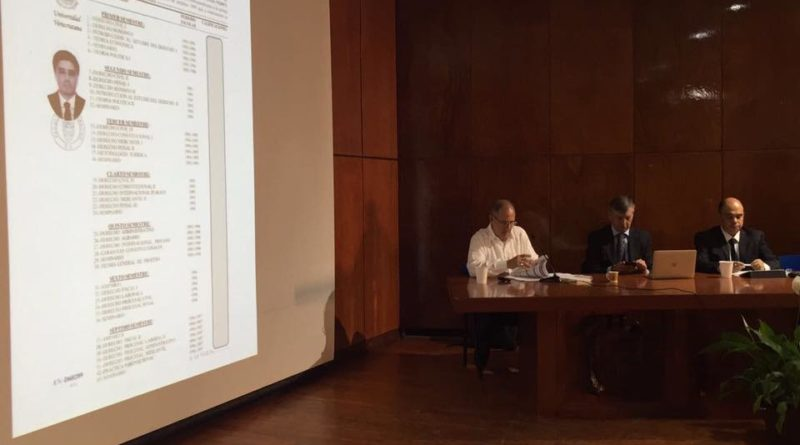 La entrega de títulos en la UV, hasta en un día: Carlos Arturo Gómez Vignola