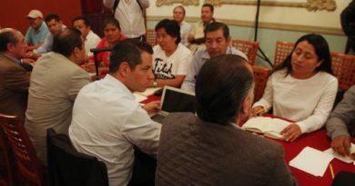 Murat dialoga con integrantes de la sección 22