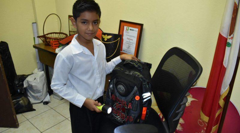 México con una mochila escolar antibalas