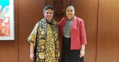 La embajadora Beatriz Paredes destaca papel de grupos artísticos y exposiciones de la UV en Brasil